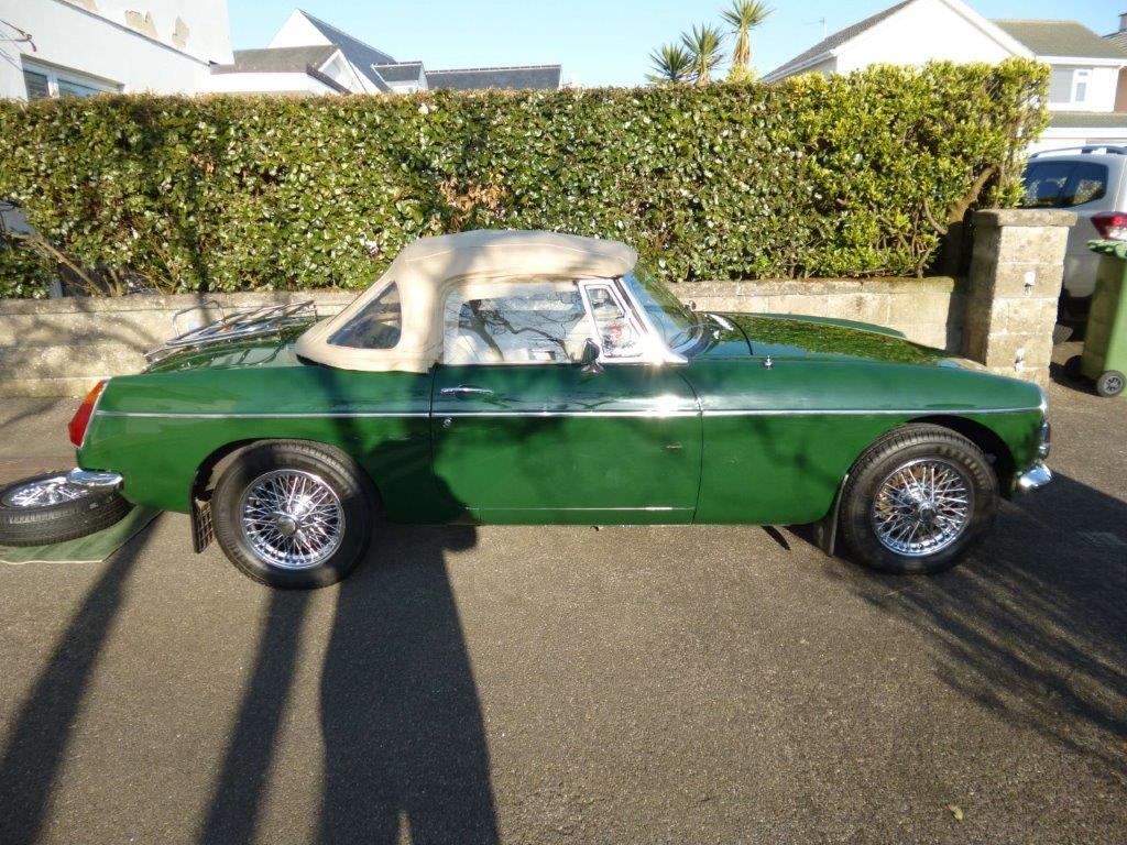 MGB Roadster roof up